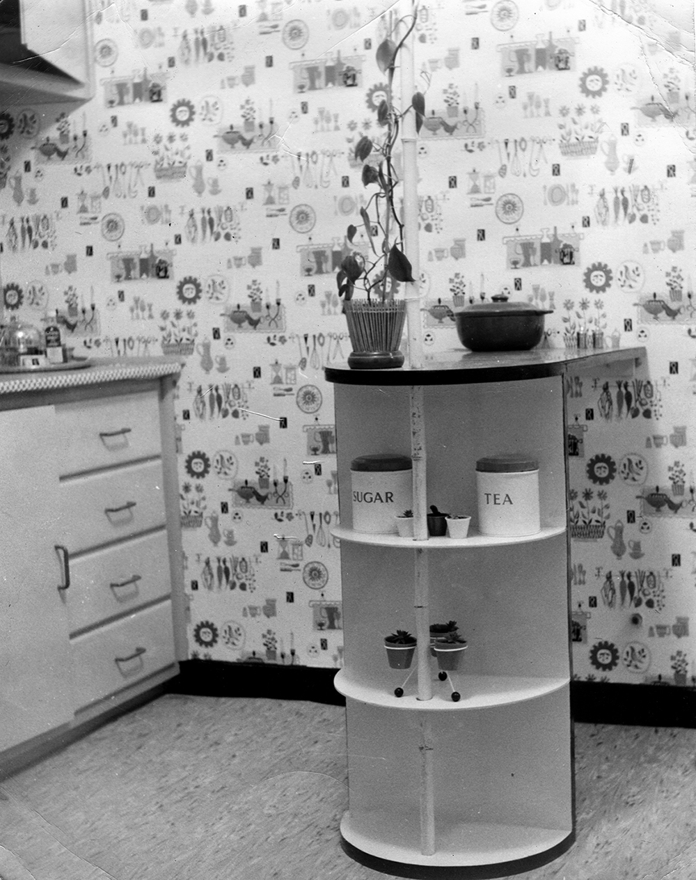 Sue CC kitchenette Cornwallis Road 1950s 300dpi